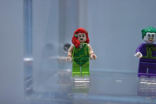 Minifigurine cu eroi din DC Comics si Marvel Comics