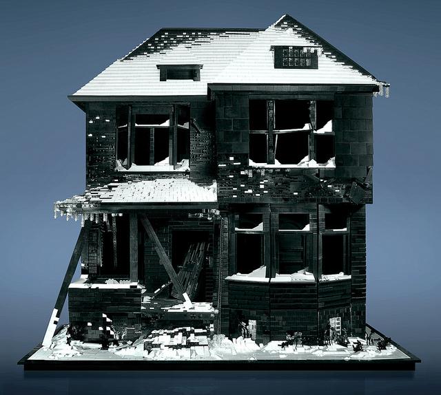 Case abandonate facute din piese LEGO – No.3