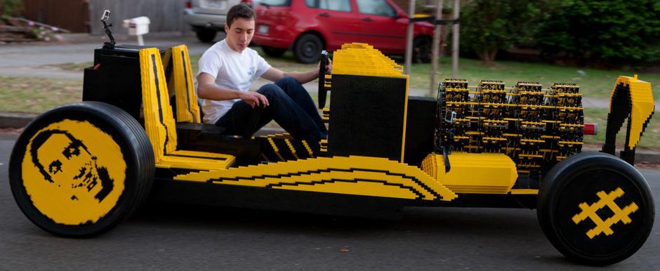 Masina reala construita din piese LEGO care merge cu aer a fost construita in Romania