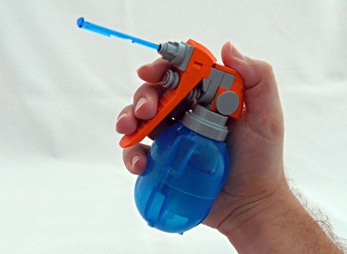 Concurs Imbinarea separatorului de caramizi – creatia 7: Spray Bottle