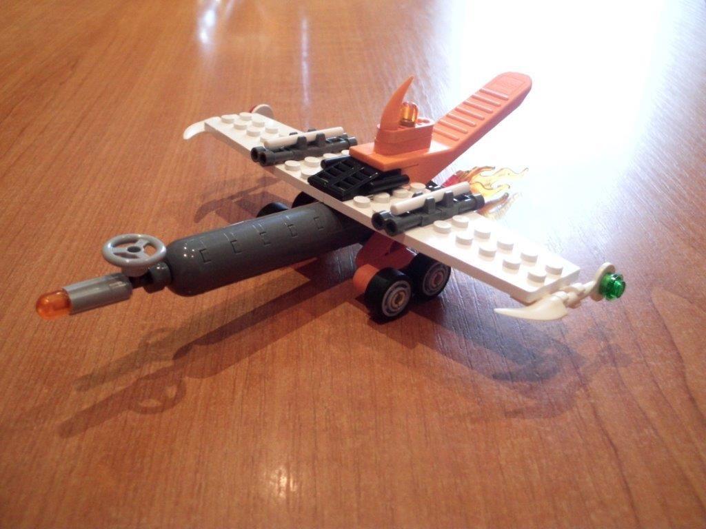 Concurs Imbinarea separatorului de caramizi – creatia 13: Unmanned Combat Aerial Separator