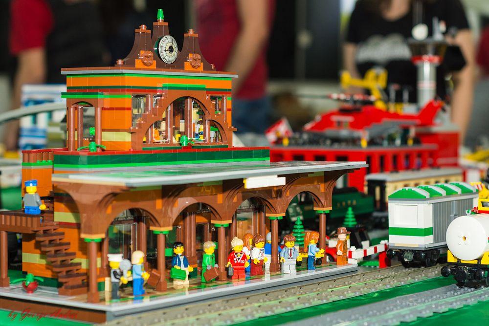 LEGO® MOC by Chyck: Cafeneaua garii