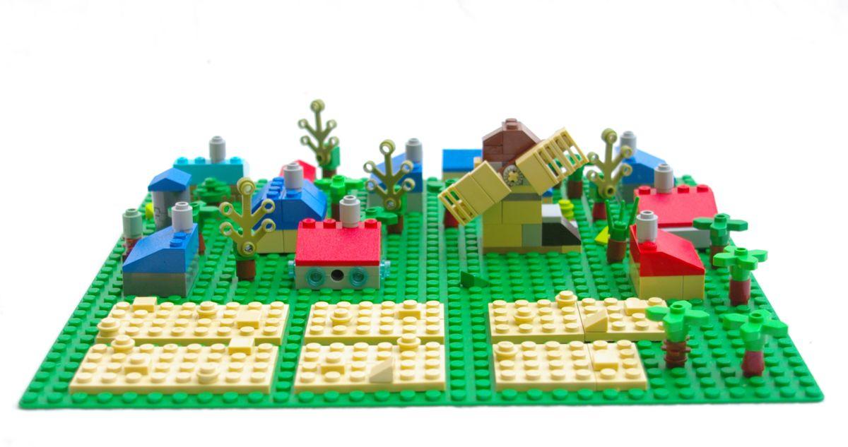 Concurs Microscale Old City – Creatia 6: Sat si moara de vant